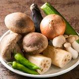 さらに旬野菜を使用した前菜やサラダ、〆の「焼きすきと御飯」もお楽しみいただけます