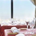 絶景の窓側テーブル席
