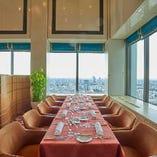 グループランチに便利な半個室風のお席スタイルでご利用可能