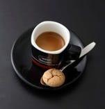 6/22~付属のチョコレートがイタリアの伝統菓子アマレッティに。
