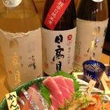 全国から魚貝に合う酒として厳選された日本酒の数々。
