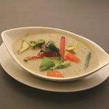 アボカド&野菜のグリーンカレー
