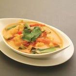 海老と野菜のレッドカレー