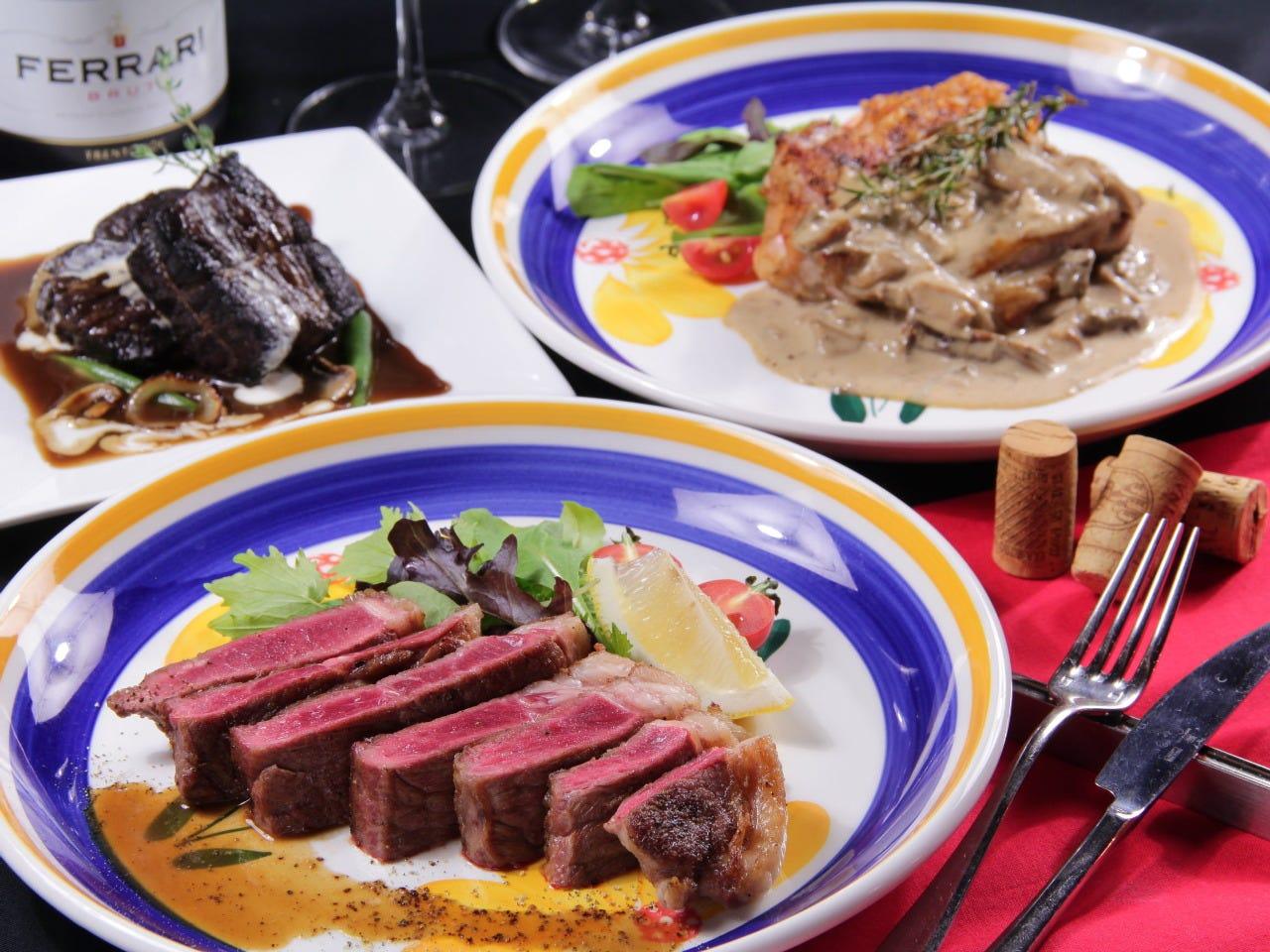 牛サーロイン…本物肉料理も食べ放題