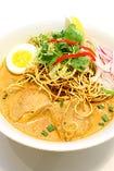 タイ風カレーラーメン カオソイ