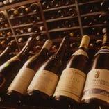 ワインセラーには選び抜いたおすすめの30種以上のワイン