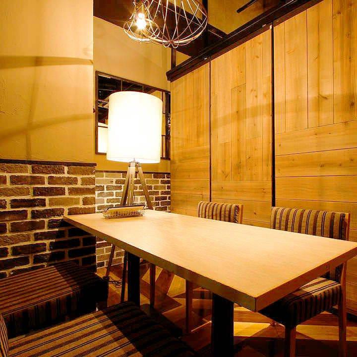 テーブル席・完全個室(壁・扉あり)・4名様まで