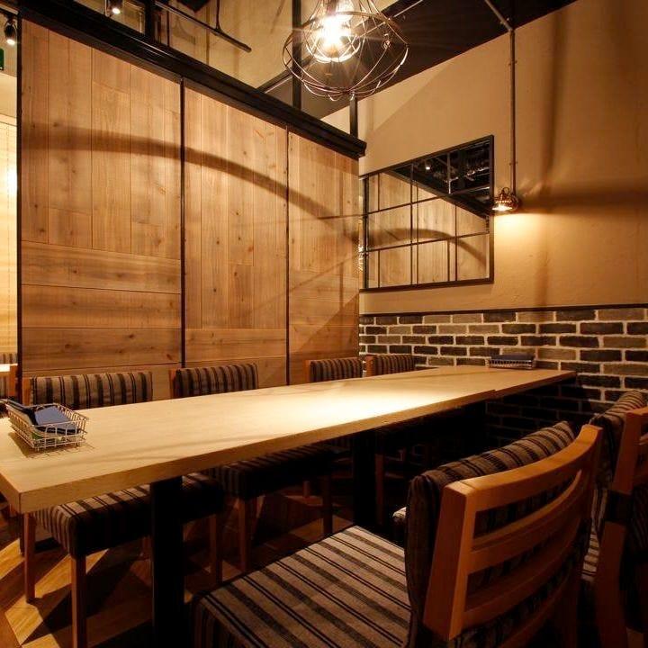 テーブル席・完全個室(壁・扉あり)・10名様