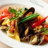 国産野菜と鮮魚を使ったアクアパッツァ
