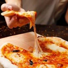 生地から手作り!当店自慢の特製ピザ