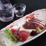 今が旬の鮮魚を毎朝市場から直送!日本酒と刺身の組み合わせは◎