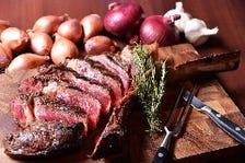 自家製の熟成肉を堪能できる