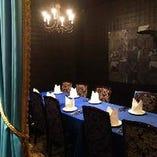 オシャレで落ち着いた雰囲気のテーブル席