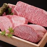 部位や食べ方に合わせて様々な熟成度のお肉をご提供。