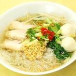 細米麺、鶏肉・魚団子入り(鶏ガラスープ)