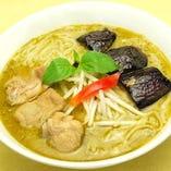 細米麺、鶏肉入り(グリーンカレースープ)