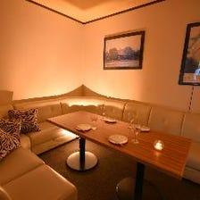 人気の白いソファーの個室
