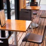 開放的な空間でゆっくりお食事はいかがですか?