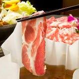 体温で溶けるイベリコ豚の脂は、 しつこさがなく、とろける甘みが感じられます