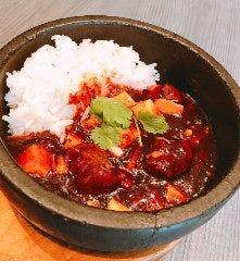 豚角煮と豆腐のピリ辛石鍋ごはん