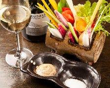 ワイン片手に季節の一皿も楽しめる