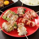 《名物》新鮮な野菜をふんだんに使い豚バラで巻いた串焼きです♪