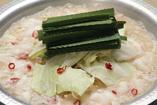 ■コクのある京風の白味噌仕立てのもつ鍋です。