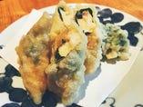 鯛とカマンベールチーズのしそ湯葉巻き揚げ
