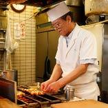 創業当時から在籍している熟練焼き師が丹精込めて焼き上げます