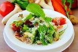 生ハムと旬菜のシーザーサラダ