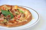 ワタリガニと野菜、ポテトとベーコンのマヨネーズ掛け(ハーフ&ハーフ)ピッツァ