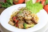 豚の角煮と自家農園野菜のゴマオイルのスパゲッティー