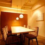 6名様でのお食事会などに最適な個室。