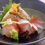 確かな目利きで選りすぐった吟味食材。特に鮮魚は自慢