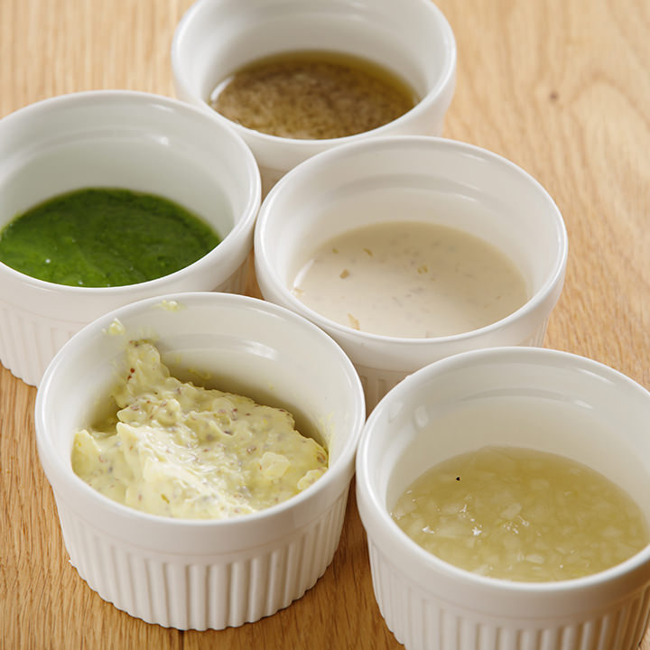 料理研究家監修の選べる5つのソースがチキンの味を引き立てます