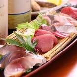 鮮魚のお刺身など、季節の味覚を盛り込んだおすすめをご用意!
