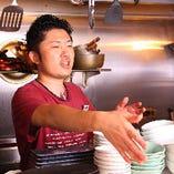おすすめの日本酒を尋ねるなど、スタッフとの会話もお楽しみください