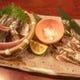 サンマ刺身は半身を炙り、二種の味わいを楽しめます。