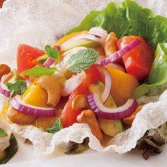海老とアボカドのトロピカルサラダ