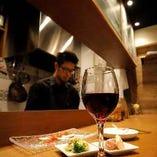 西欧料理×お酒を楽しめるバル空間で至福の時間を…