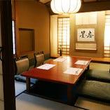 【数寄屋造りの個室】 和の設いが落ち着く空間