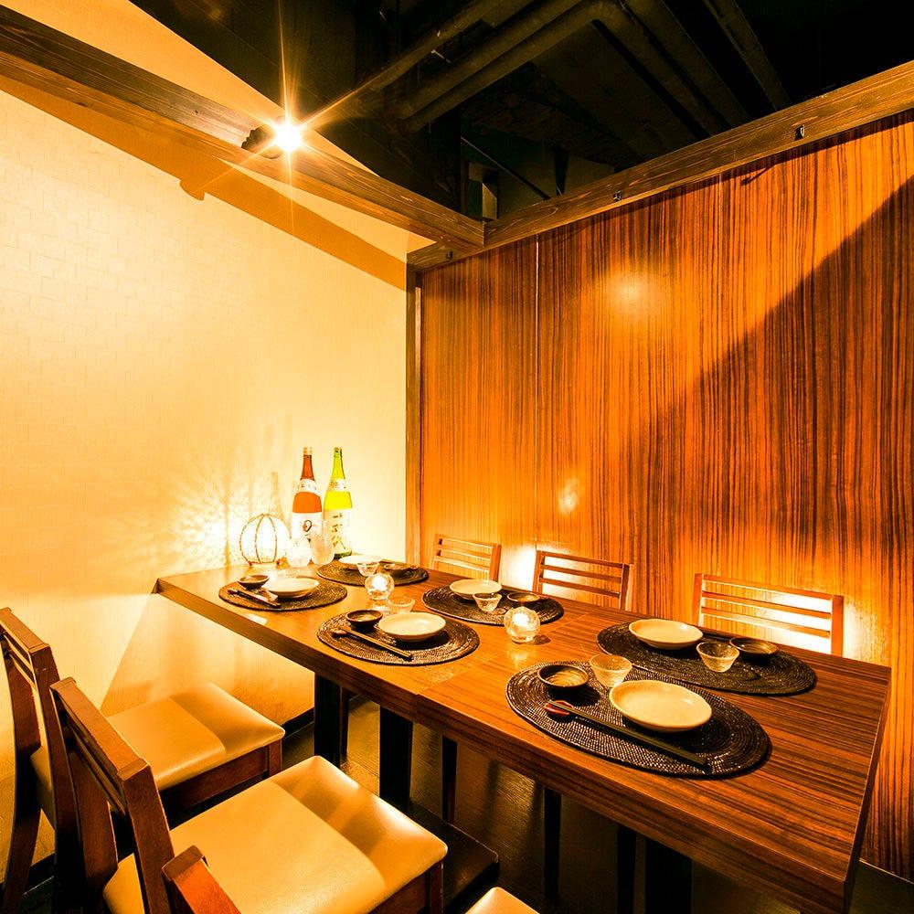 趣のある和個室はテーブル席 座敷,掘り炬燵席がございます。