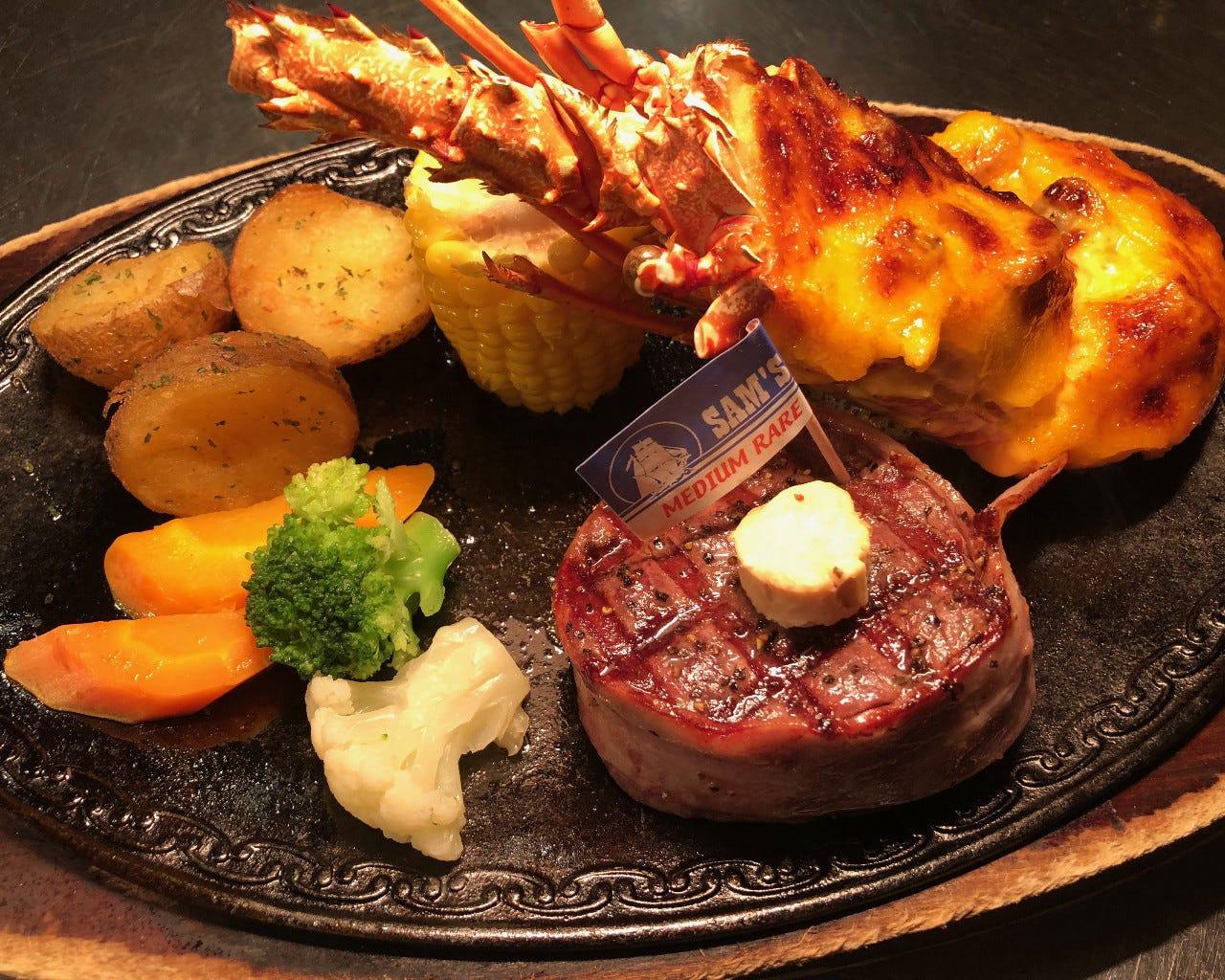 ステーキ、シーフード、多彩なメニューがコースで味わえる♪