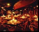 テーブルのランプが煌きロマンチックなムード。