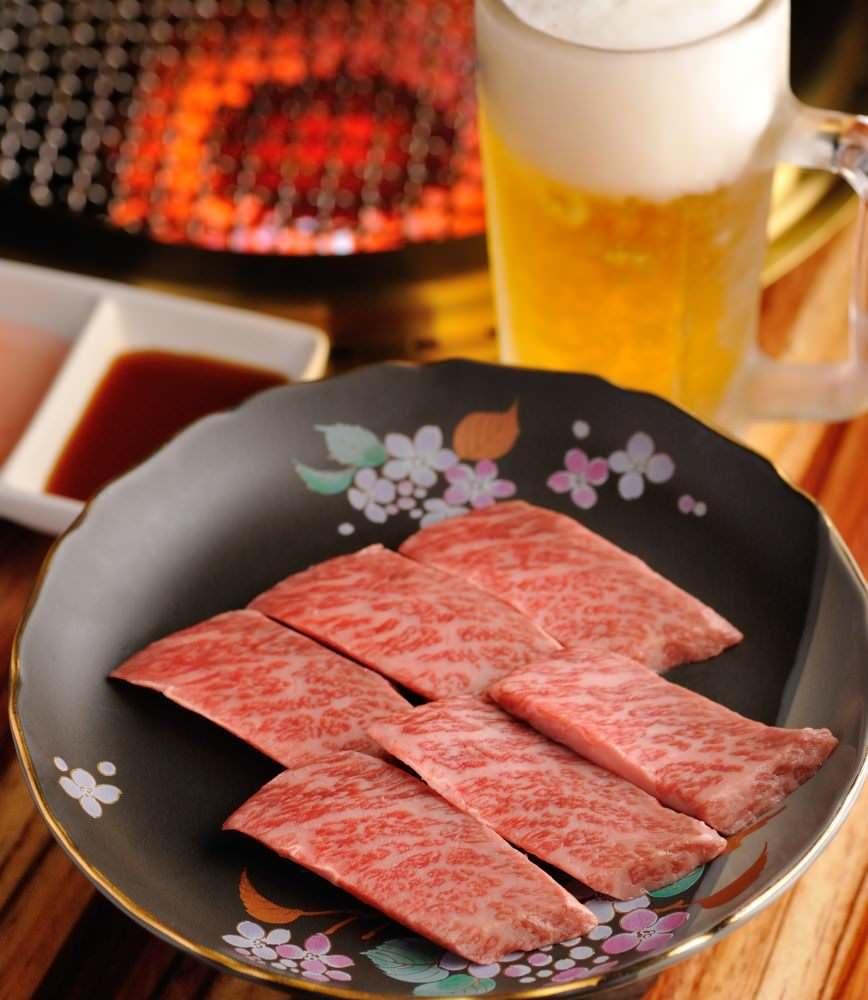 特選カルビ(脂の乗った三角バラを使用しています)¥1980