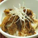 【人気商品】牛スジをトロトロに煮込んだ「牛丼」