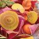 おすすめの根野菜のスライスサラダ、ビーツがキレイ
