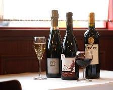 ワインと料理で会話が弾む至福の時間