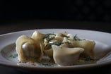 ロシアの水餃子「ペリメニ」をご堪能ください