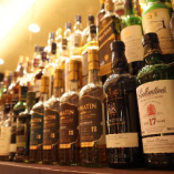 世界の銘酒がずらり。国産ウイスキーも多数取り揃えております。